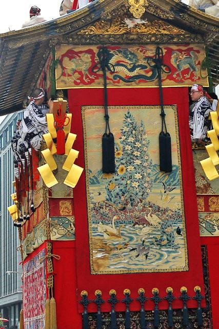 祇園祭の月鉾の動物の写真