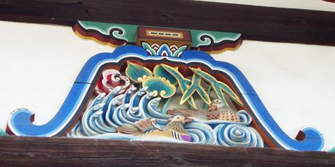 御香宮神社拝殿の動物の彫刻の写真
