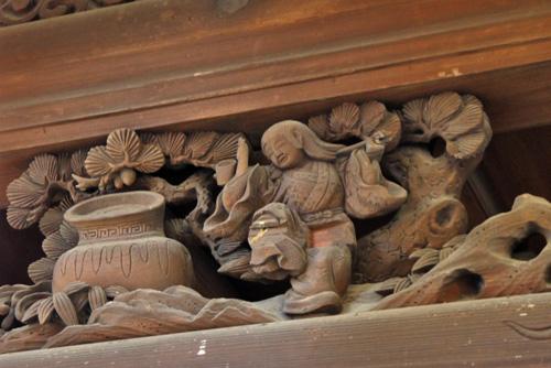 御香宮神社のダンサーの彫刻の写真
