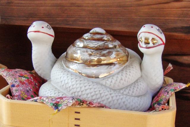 地主神社の白蛇