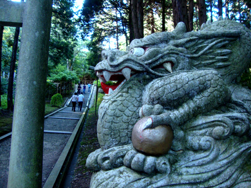 真名井神社の狛龍