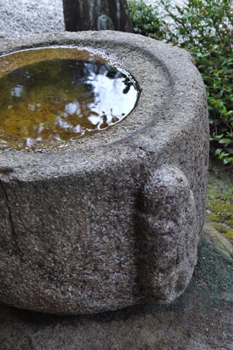 曼殊院 梟手水鉢の写真