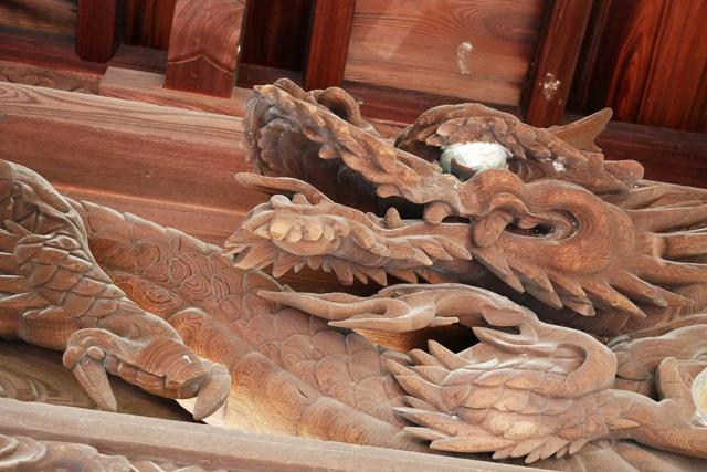 小松谷正林寺の山門の龍の写真